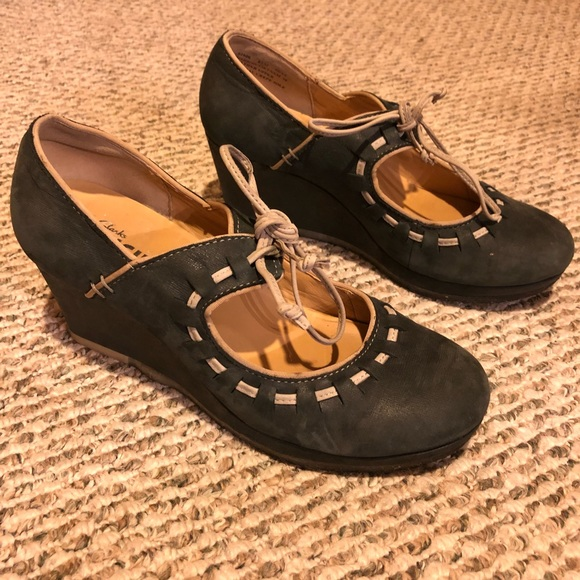 a7db65e7796e Clarks Shoes - Clark s Blue and Tan Suede Wedges w  Bow Trim 8.5